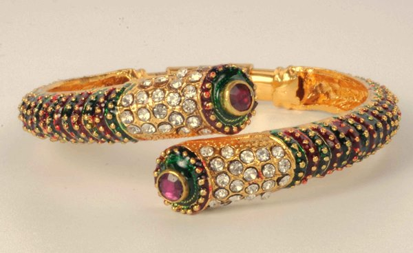 stylish_kada_with_studded_stones_and_meenakari_work_abari0beh024_adiva_1
