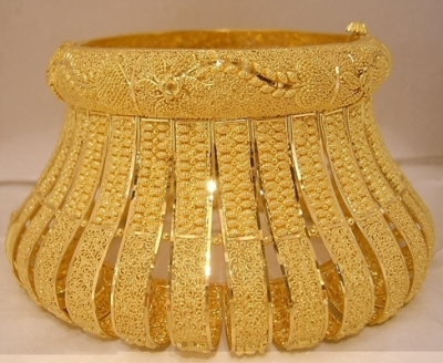 unique-gold-bangle
