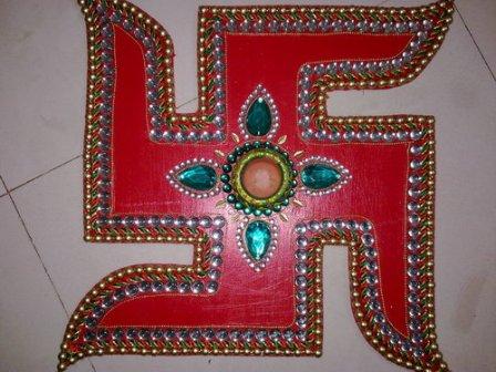 Wooden-rangoli-of-religious-symbols
