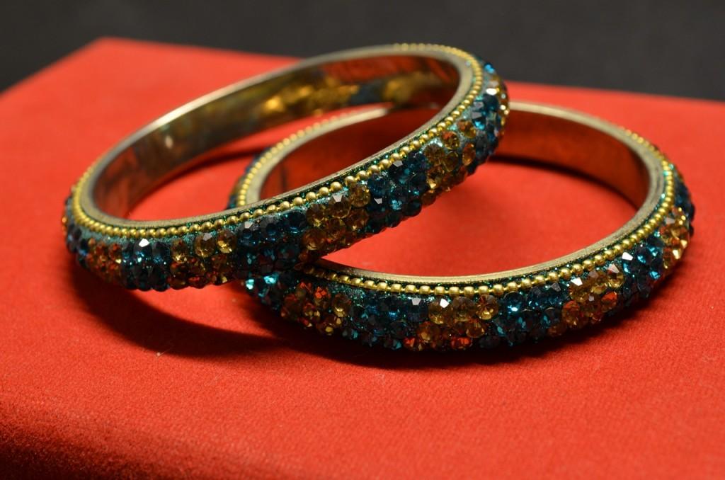 bracelets-390090_1280