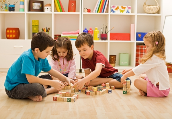 kids-playing with educational-toys