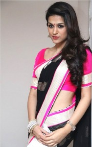 side swept Hairstyles-for-Saree